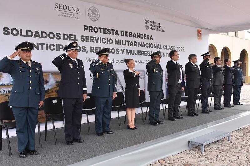 Medina Garibay asistió en representación del Congreso del Estado, y resaltó el trabajo del Ejército, de la Marina y de la Fuerza Aérea Mexicana, sobre todo en la defensa de la soberanía del territorio Mexicano