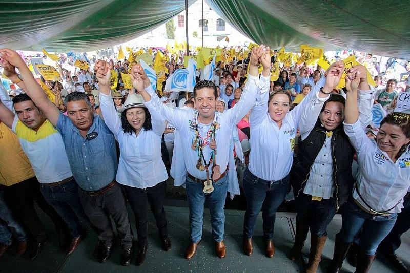 Este domingo, el abanderado de la coalición Por México al Frente acudió a Paracho y Zacapu, acompañado de los dirigentes estatales del sol azteca y del blanquiazul