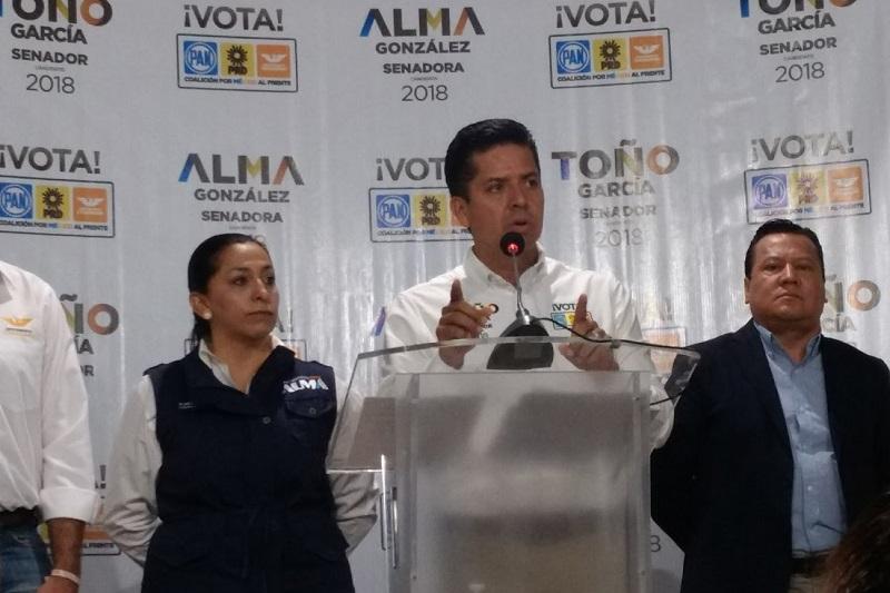 García Conejo llamó electorado a reflexionar su voto e hizo un llamado al voto útil a favor de su candidato presidencial, Ricardo Anaya Cortés, así como de los abanderados del Frente, que están en la misma sintonía de sacar al país adelante (FOTO: SEBASTIÁN ORTEGA)