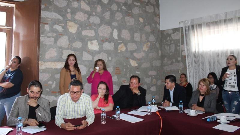 Los diputados Raúl Prieto Gómez, Cecilia Lazo de la Vega, Manuel López Meléndez, Vanesa Mejía Granados y Hugo Cuauhtémoc Reyes Barriga, firmaron a favor el dictamen que reforma el artículo 143 de  la Constitución Local