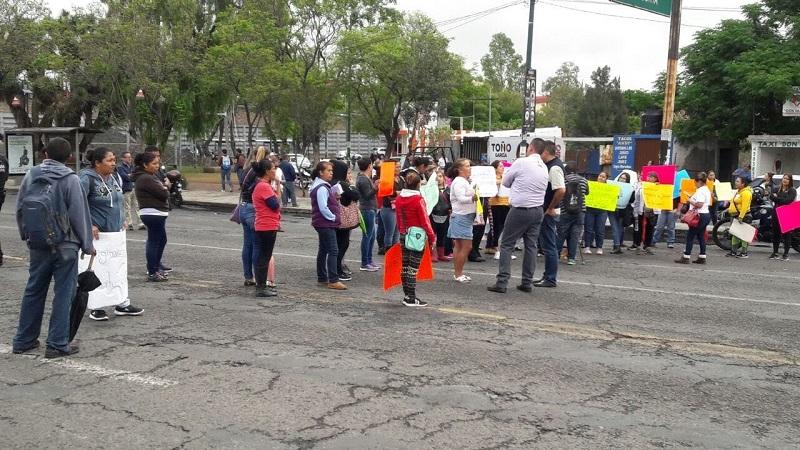 El bloqueo de vialidades para impedir el libre tránsito de los ciudadanos, se ha convertido en Morelia y en Michoacán en la mejor presión hacia las autoridades para que resuelvan los conflictos que debieron haber solucionado antes de afectar a terceros