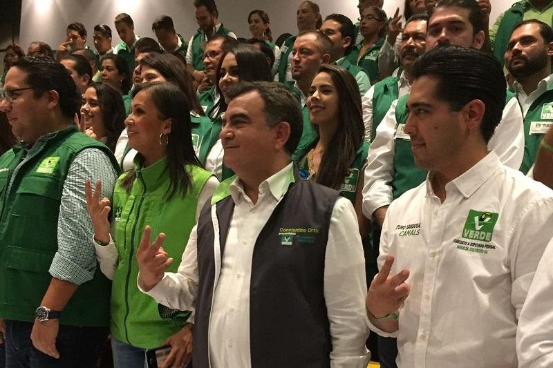 El dirigente nacional del PVEM, Carlos Puente, tomó protesta a las diferentes planillas a presidencias municipales y diputados locales