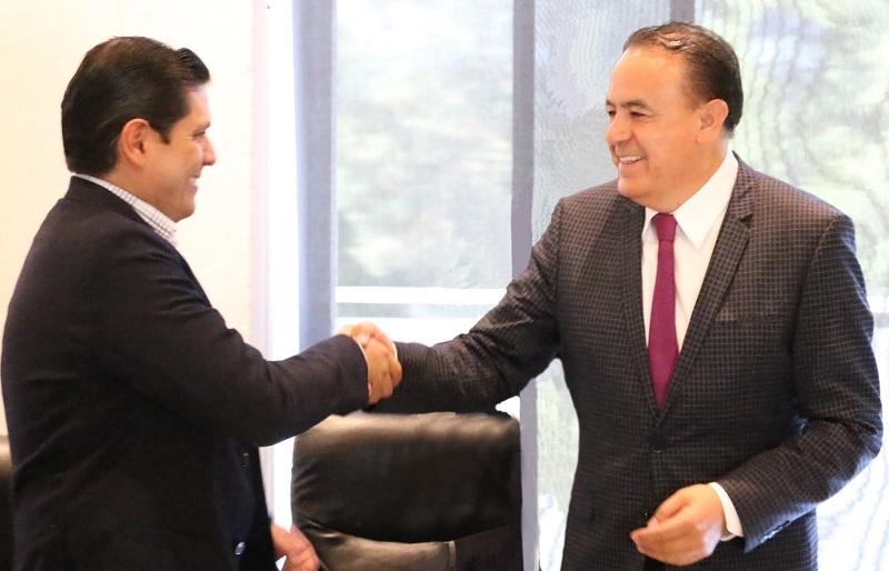 Sigala Páez expuso que, en el marco de los trabajos de la Mesa de Gobernabilidad, se mantiene un acercamiento permanente con los diferentes liderazgos de los partidos políticos