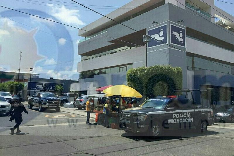 En la ubicación localizaron a una mujer sin signos vitales y con impactos de arma de fuego, así mismo al director de Seguridad Pública de Tingambato, el cual se encontraba gravemente herido