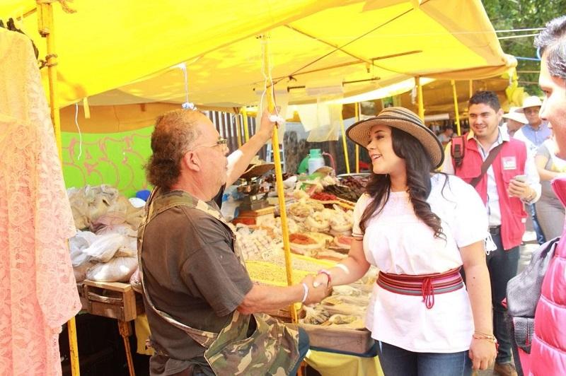 """Xóchitl Ruiz tras pedir a los ciudadanos un voto de confianza, recalcó que el PRI no defraudara la confianza; """"buscamos recuperar el valor de la palabra"""", acotó"""