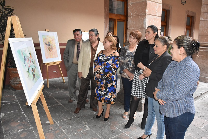 La artista plástica Blanca Torres montó su obra su obra en los pasillos de Palacio Legislativo