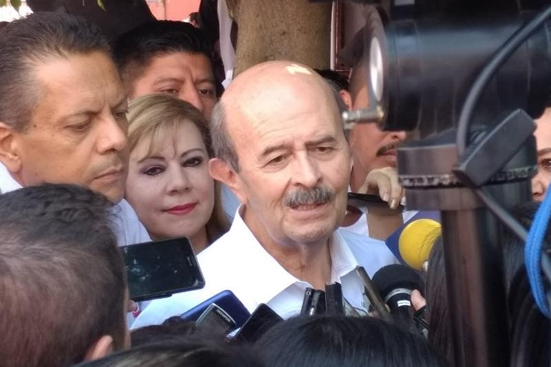 """Fausto Vallejo consideró que el nuevo líder nacional del PRI, René Juárez Cisneros, es """"gente inteligente, que sabe del partido"""", """"¡pero ya pa' qué"""", insistió"""