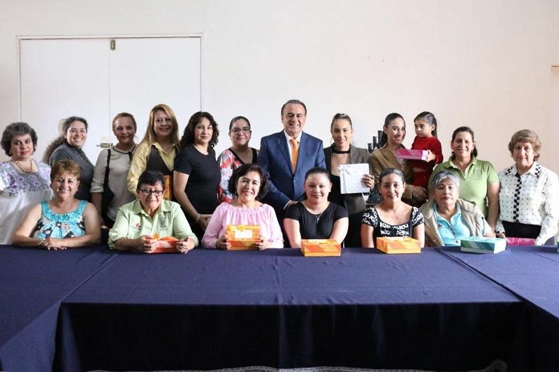 Sigala Páez hizo extensiva la felicitación y reconocimiento a todas las mamás michoacanas en su día, y sostuvo que son muy importantes para Michoacán