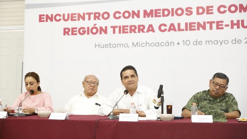 En compañía de la titular de la CGCS, Julieta López, el mandatario estatal se reúne con representantes de los medios de comunicación de la región