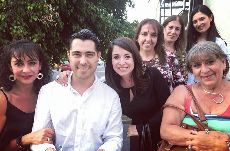 Madres de familia junto con Arturo Sandoval Canals celebraron el día de las madres cantando, bailando e intercambiando puntos de vista con el candidato