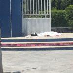 Versiones señalan que los presuntos responsables escaparon a bordo de un Mustang convertible en color blanco con placas extranjeras
