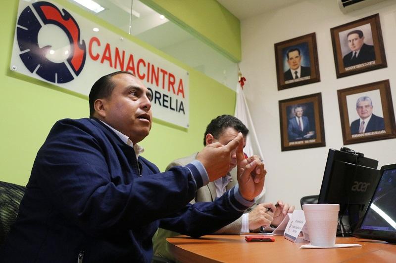 Durante un encuentro que sostuvo con los integrantes de la Cámara se comprometió a consolidar a la capital michoacana como un polo de desarrollo, aprovechando su posición logística y geográfica, para así impulsar un modelo industrial de punta de lanza a nivel nacional