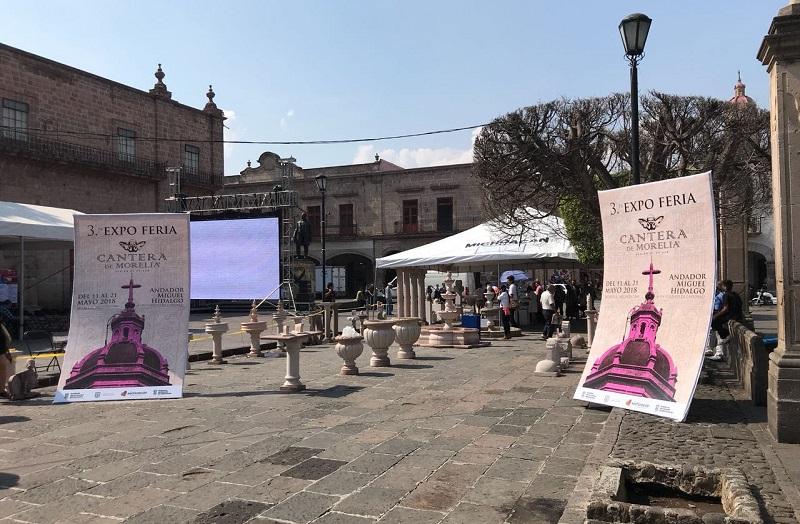 El presidente de la Asociación de Canteros de Morelia, Juan Prado Tapia, destacó que alrededor de 25 artesanos exponen sus piezas, las cuales pretenden atraer a los turistas que recorren el Centro Histórico de la capital michoacana