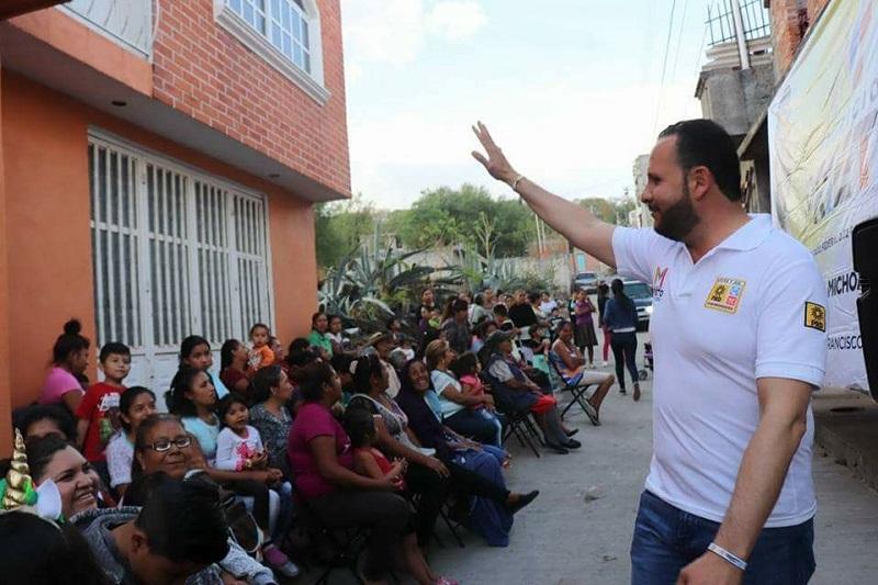 Mauricio Prieto señaló que además de impulsar la Feria del Tule y Pulque, que año con año reúne a miles de personas no sólo de Michoacán sino de otras ciudades de estados vecinos, se trabajará desde el congreso para resolver temas sociales que siguen afectando a la comunidad