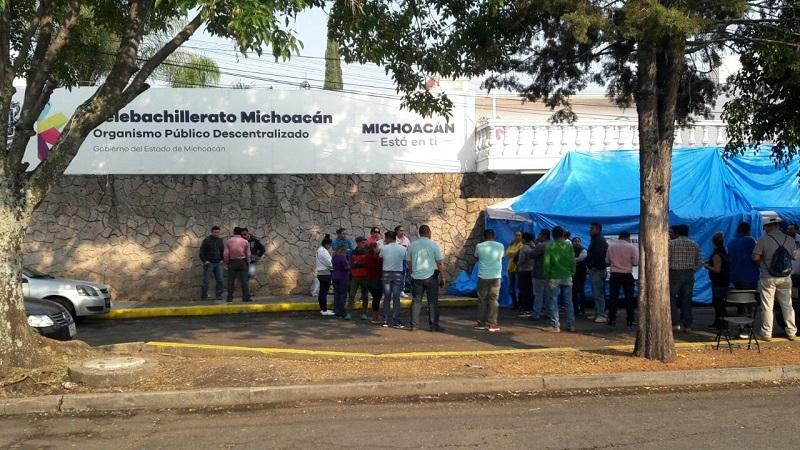 Los trabajadores se mantienen bloqueando el acceso a los funcionarios de las oficinas centrales desde el pasado lunes 7 de mayo por lo que consideran malos tratos de la directora Cristina Yunuén Salceda