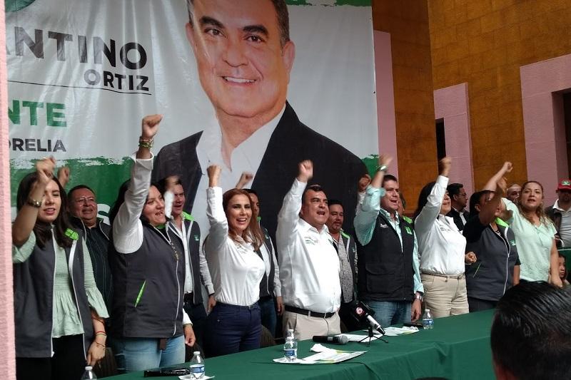 Ortiz García presentó a la planilla que él encabeza, misma que integran representes de colonia, de asociaciones civiles, de las personas con discapacidad, de los adultos mayores, de los jóvenes, del artesano, de la diversidad sexual, de la academia y de los migrantes