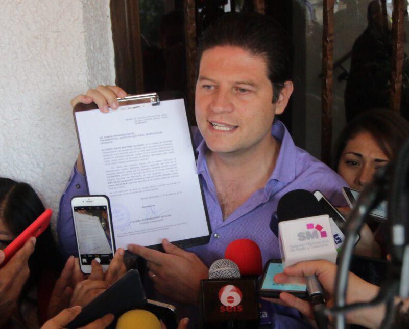 El ex diputado federal y dos veces diputado local por el PAN calificó ahora como un abuso los 5 mil millones de pesos que se destinan a nivel nacional a los partidos políticos