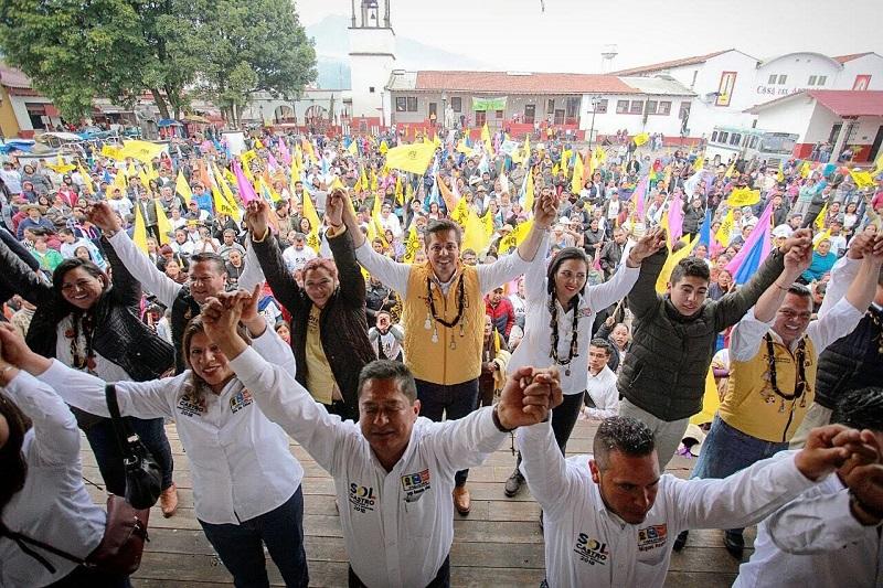 """""""Hoy, la realidad que enfrenta nuestro país nos ha invitado a caminar junto al PAN y Movimiento Ciudadano, dos fuerzas políticas que, con el PRD, caminan dispuestas a acabar con el régimen presidencialista que rige a la nación"""", agregó Antonio García Conejo"""