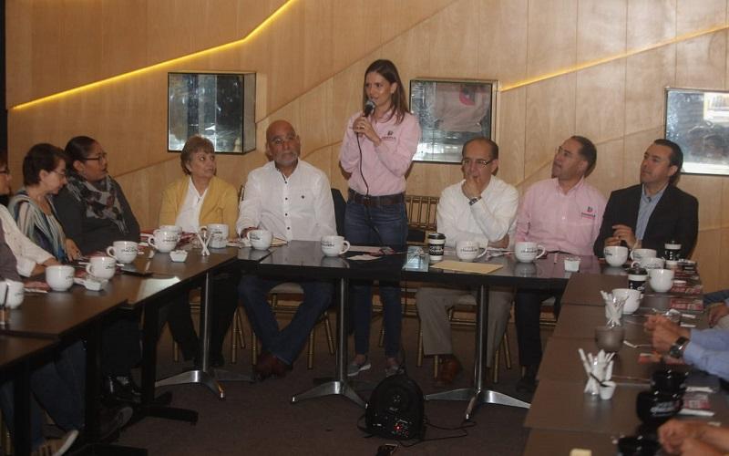 Daniela de los Santos les expuso los cuatro ejes de su campaña que han sido nutridos con la exigencia de la ciudadanía y que se centran en el combate a la inseguridad, la corrupción, la ineficiencia de servicios públicos y lograr el emprendimiento moreliano