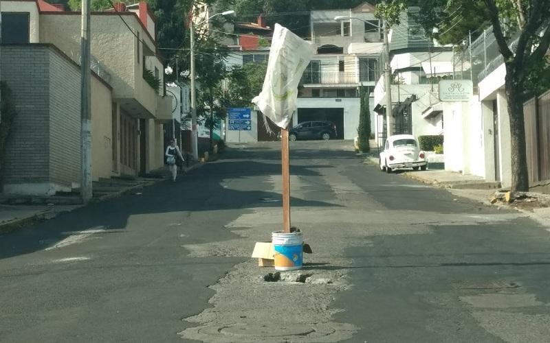 El bache o boquete se encuentra sobre la calle Beethoven, justo en el cruce con la calle Chopin. Se recomienda tomar precauciones. (FOTO: SEBASTIÁN CASIMIRO)