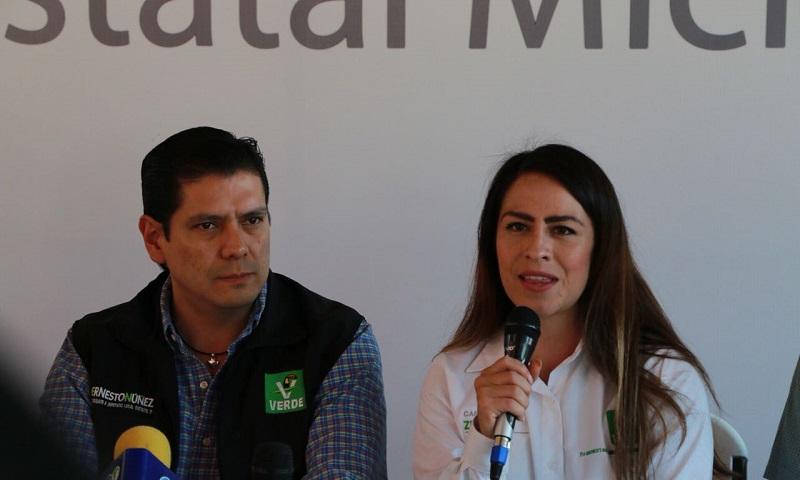 """""""La gente quiere ver a políticos cercanos con la gente, conocerlos de frente, una a una sus propuestas para elegir al que mejor le convenga"""": Carolina Zúñiga"""