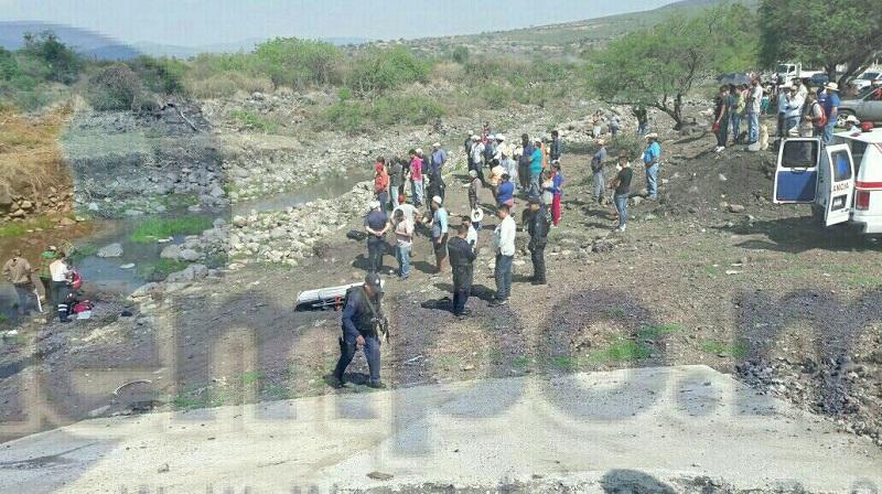 En un momento determinado al llegar a la altura del Río Rincón Grande trataron de encender pirotecnia pero cayó en la misma camioneta lo que ocasionó una explosión
