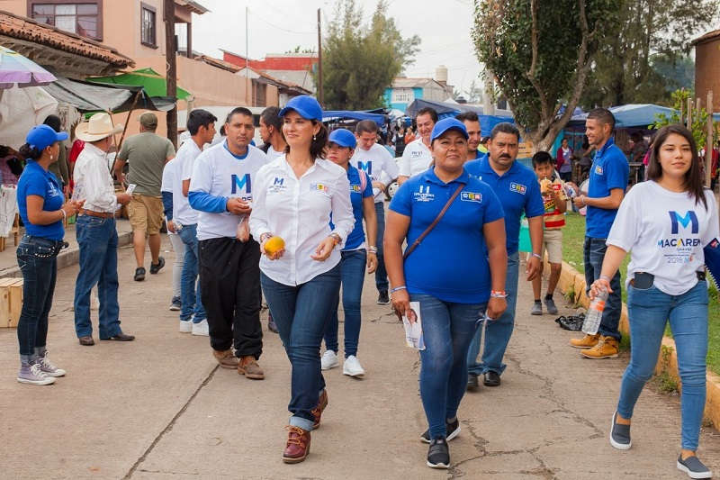 Macarena Chávez, saludó a amas de casa y comerciantes que día a día se esfuerzan, que aman a su familia y a su tierra