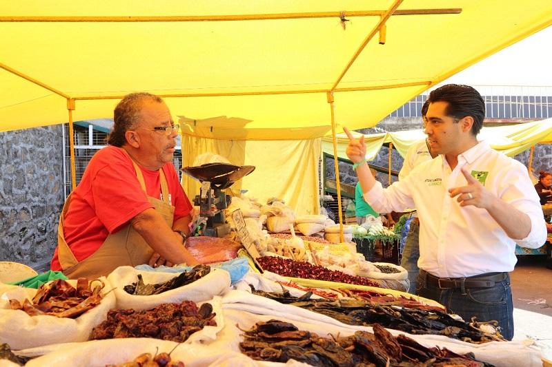Sandoval Canals continuó escuchando inquietudes y necesidades de los habitantes de dicha tenencia, quienes solicitaron mayor impulso a la economía