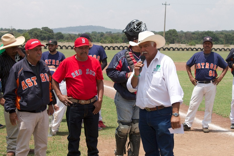 """""""A través del deporte se construyen y transmiten valores que van más allá de ganar una competencia"""": Rivera Calderón"""