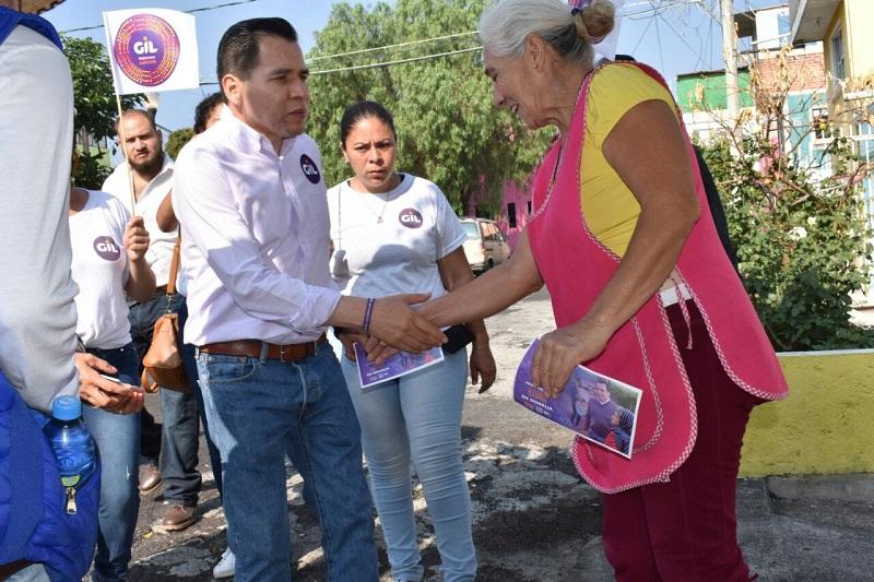 Gil recorrió desde temprana hora la Avenida Pedregal, así como calles de La Colina, Carlos Salazar y Primo Tapia, en donde recibió el apoyo de cientos de automovilistas y personas que transitaban por el lugar