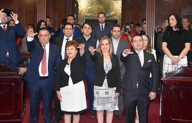 En ese sentido, por el distrito XXI de Coalcomán, asumió el cargo Marco Antonio González Mendoza, en suplencia del perredista Francisco Campos Ruiz