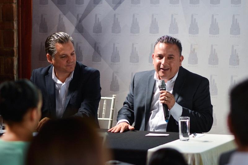 Quintana Martínez ofreció renovar el alumbrado público sin endeudamiento en el municipio, lo cual se puede hacer con un monto de aproximadamente 380 ó 400 mdp, sin comprometer las finanzas públicas
