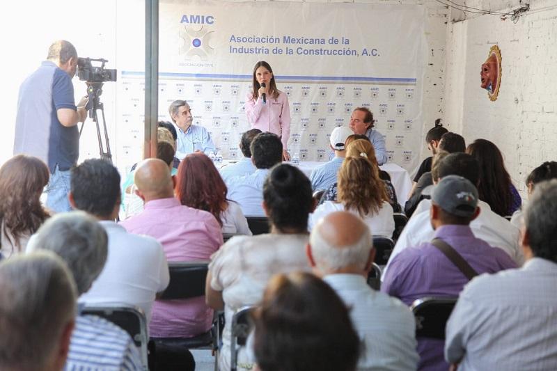"""Reunida con los integrantes de la AMIC, Daniela de los Santos recalcó que la solución a los problemas de nuestra ciudad está en """"escuchar para resolver"""""""