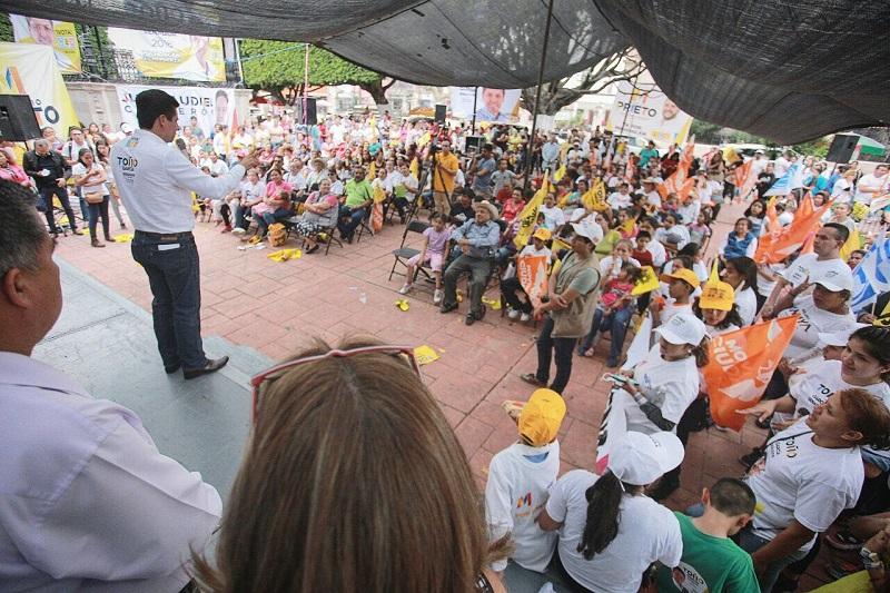 """""""En los jóvenes debemos encontrar el desarrollo que nuestro estado requiere; en los jóvenes concentraremos nuestro esfuerzo desde la Cámara Alta del Congreso de la Unión"""", señaló Antonio García Conejo"""