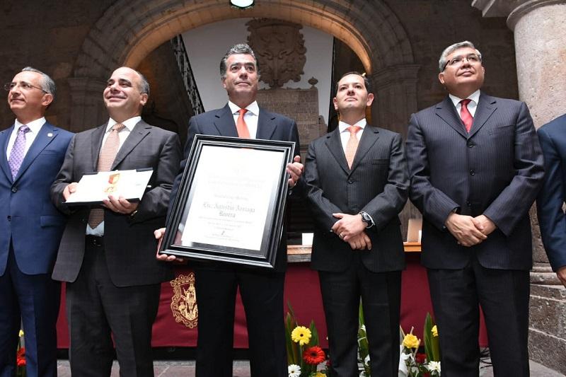 Agustín Arriaga Rivera nació en la ciudad de Morelia, Michoacán, el 20 de agosto de 1925. Fue diputado federal y gobernador de 1962 a 1968.