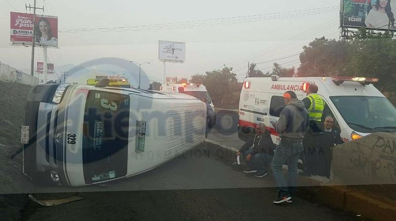 En el lugar se atendió a 5 personas lesionadas, de las cuales 4 quedaron en el lugar y una persona fue trasladada a un hospital para recibir atención médica