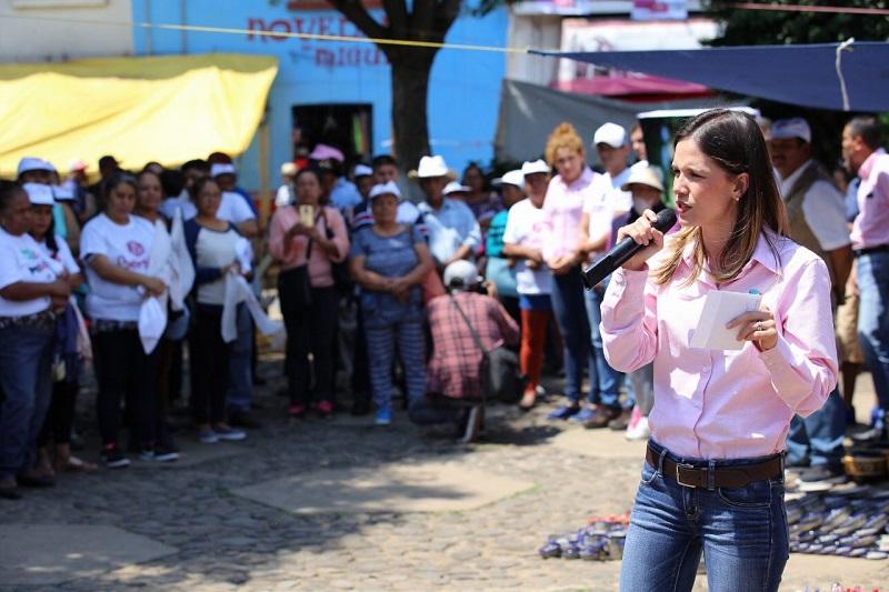 La candidata escuchó estas necesidades de la comunidad de Iratzio, el Correo, La Palmita y después de Buenavista, perteneciente a la tenencia de Capula