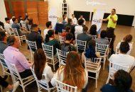 Este sábado, el abanderado de la alianza PAN, PRD y Movimiento Ciudadano y su compañero de fórmula como candidato suplente, Daniel Olmos, se reunieron con representantes de diversas disciplinas artísticas, tales como música, danza, teatro, literatura y artes visuales