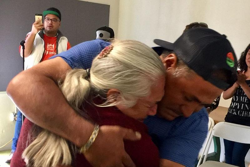 La mañana del sábado, 34 mujeres y hombres salieron de Turicato para viajar al Aeropuerto de Morelia, mientras que 21 de Cojumatlán se trasladaron al Aeropuerto de Guadalajara