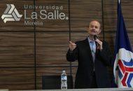 El abanderado del PES estuvo acompañado del director de Vinculación de La Salle Morelia, Víctor Manuel López Rodríguez, así como de jóvenes que en su planilla son actuales candidatos a regidores
