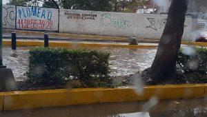 El pasado lunes, después de una breve lluvia en el Centro de Morelia, así lucía el nuevo pedacito de vialidad, en el cual los constructores nunca previeron un desagüe adecuado