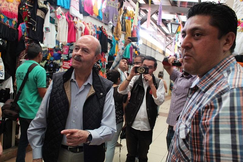 Los comerciantes reconocieron la historia de hechos que respalda al cuatro veces alcalde de la capital michoacana y confiaron que a su regreso al frente del Ayuntamiento, mejorarán las condiciones de este lugar