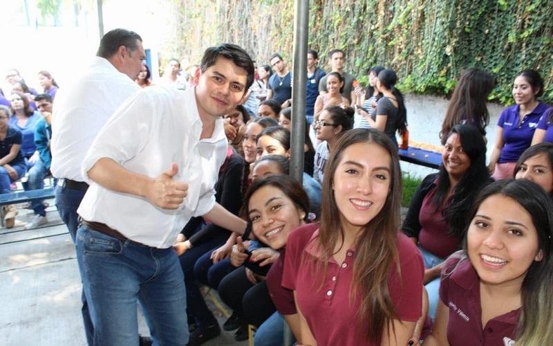 Acompañado por los abanderados a diputada local y para la presidencia municipal, Paulina Licón y Rubén Nuño, respectivamente, Antonio Ixtláhuac refirió la necesidad de trabajar por más y mejores oportunidades para los jóvenes