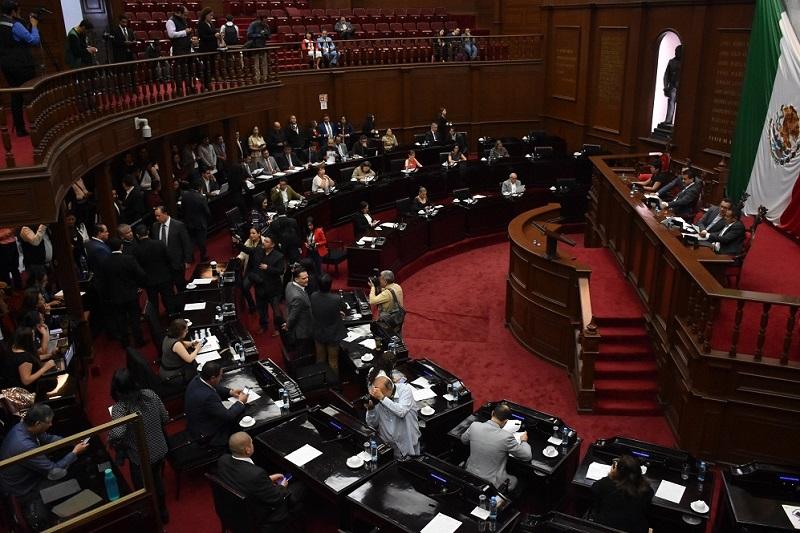 El documento aprobado por unanimidad establece que las comisiones son colegiadas y se integran procurando reflejar la pluralidad del Congreso con un mínimo de tres y un máximo de cinco diputados