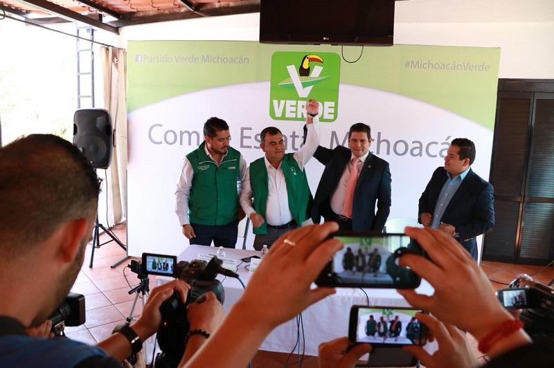 """""""Este hecho es una muestra más de que el Partido Verde ganará Morelia, vamos con todo, nuestro candidato crece día con día y los ciudadanos sabrán reconocer un candidato honesto, limpio y con perfil ciudadano"""", aseguró Núñez Aguilar"""