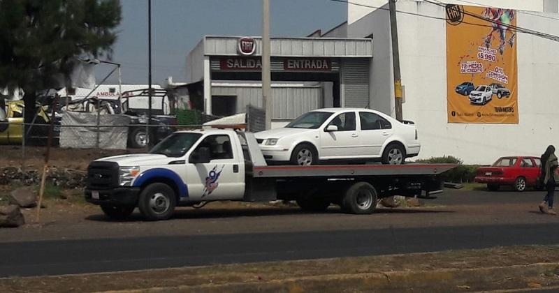 Grúas particulares, sin autorización para remolcar autos por cuenta propia; tampoco deberán cobrar más de 763 pesos