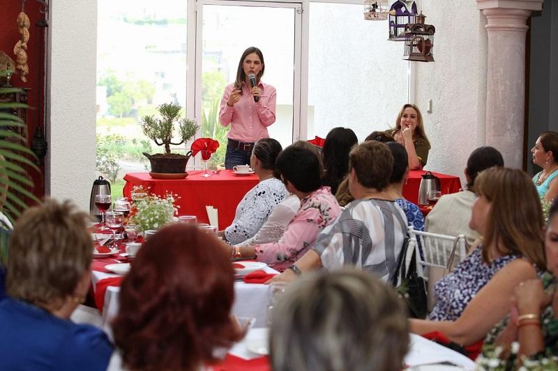 Daniela de los Santos reconoció que esa molestia vive la mayoría de los morelianos y cada día aumenta ante administraciones que hacen oídos sordos a los problemas de la sociedad