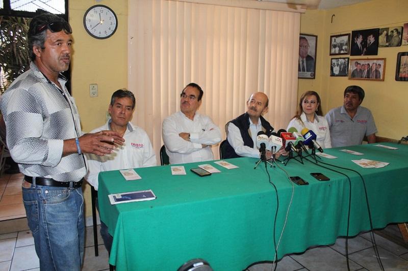 Fausto Vallejo se comprometió a la restauración o construcción de vialidades, así como la colocación de paradas oficiales para el transporte público