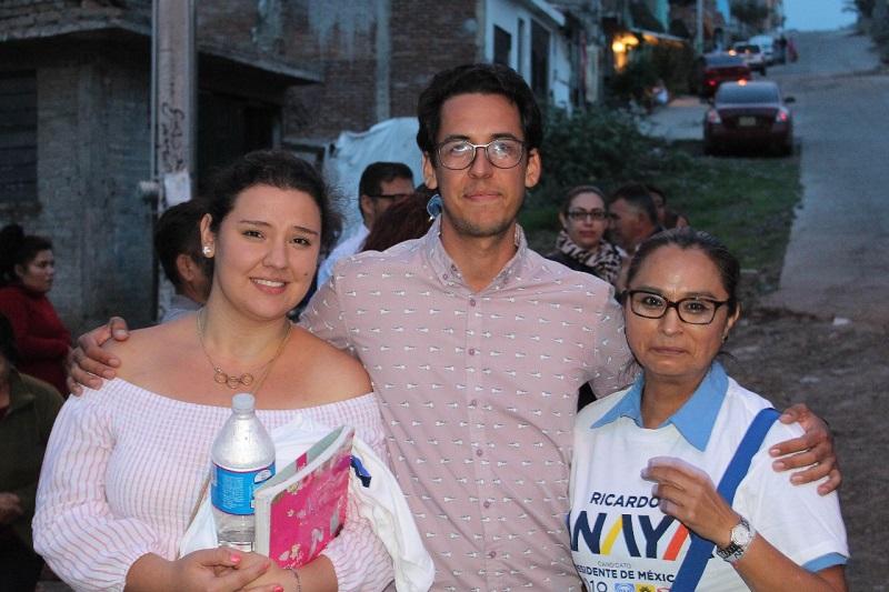 Dávalos Palafox aseguró que en su camino y contacto con los ciudadanos del Distrito 11, se ha comprometido a hacer un trabajo legislativo cercano a la gente, para que sea a través de la Ley como se atiendan las necesidades de los morelianos y de los michoacanos