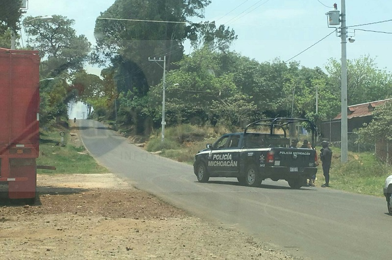 Encuentran los cuerpos de dos hombres en carretera de Uruapan